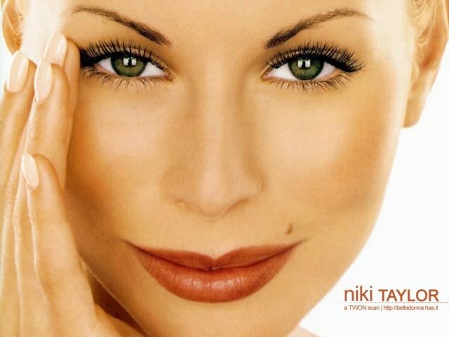 Niki-Taylor-face-512