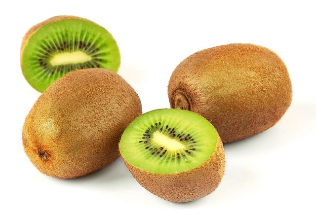 Kiwi si Cantik Asam yang Sarat Khasiat